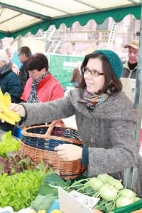 Gelbe Karotten kaufen, Münstermarktrallye, Freiburg, CC BY NC SA J. Lay